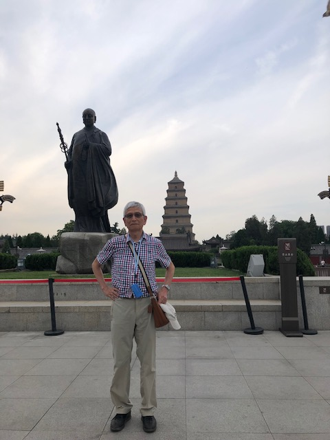 写真4玄奘法師の像と大雁塔.jpg