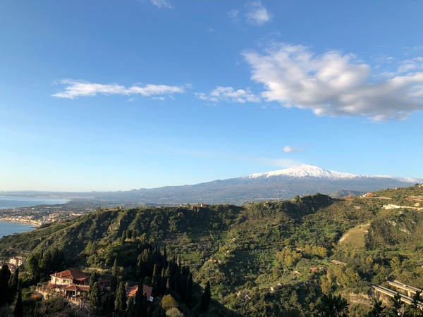 タオルミーナから見たエトナ山.JPG