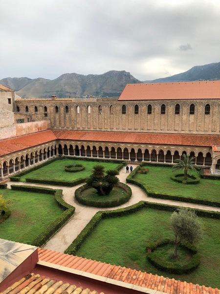 モンレアーレの大聖堂の回廊.JPGのサムネイル画像